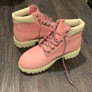 NEW Timberland boots kids. US Size 3. EU35.
